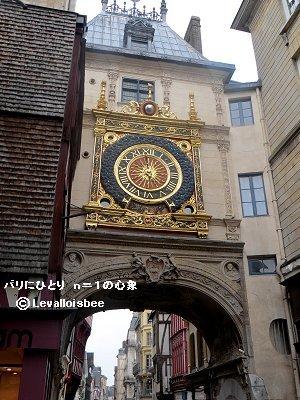 旧市街への訪問者を出迎える大時計downsize