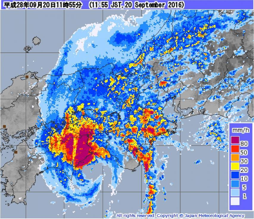 台風の北側で降水が多かった
