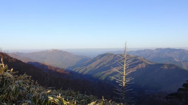 朝の旧東祖谷山村の山々