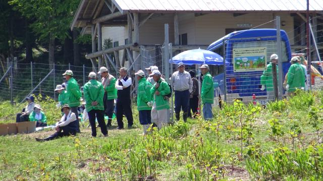 吉野川市の清掃奉仕団が活動している