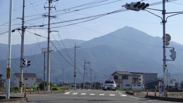 麓から見上げた高越山