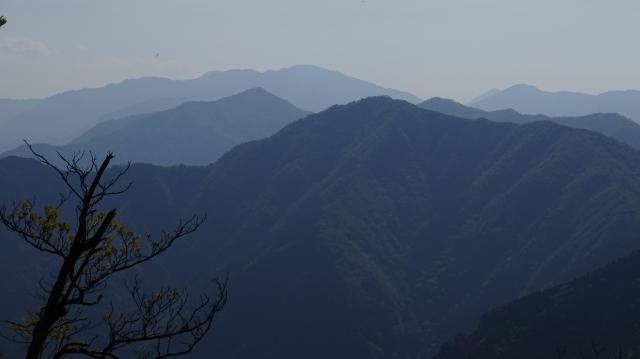 南高城から剣山を遠望する