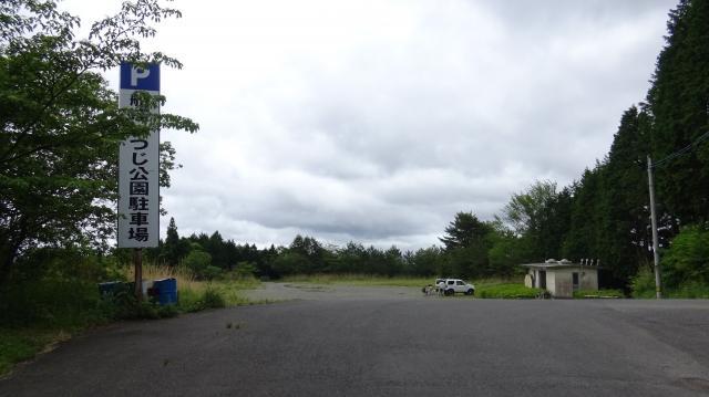 広い駐車場は1台だけ