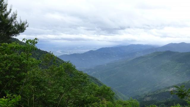 立石峠から東方を眺める