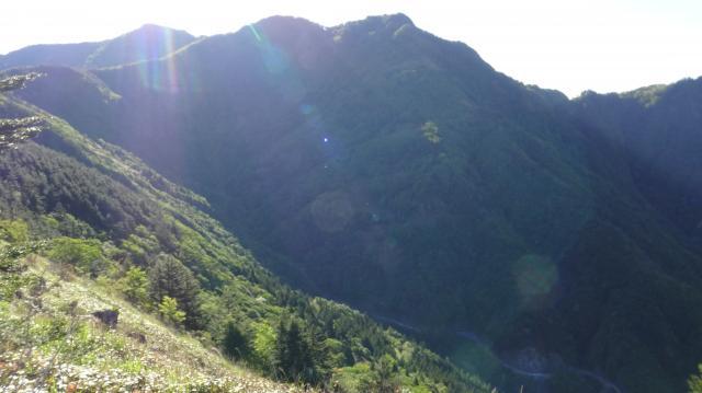 山頂はすぐそこに見えるが遠い。