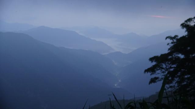 木屋平村を俯瞰する 04時58分