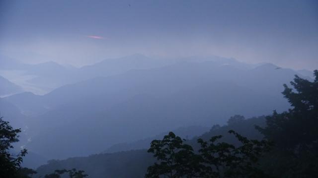 高城山方向 (東方) ガスが多くご来光はダメ