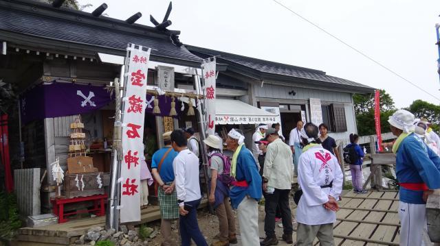 剣山本宮宝蔵石神社の社頭