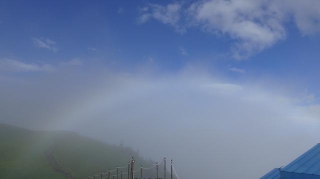 剣山山頂に出た虹