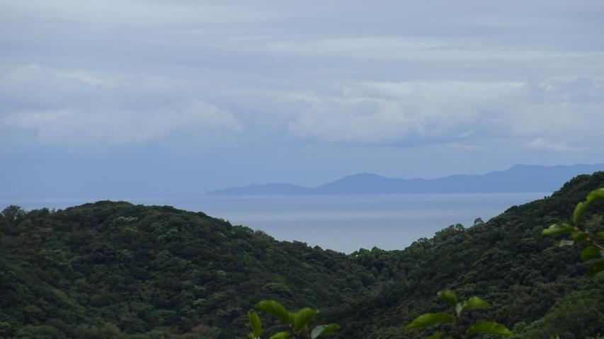 遠くに徳島県南部の阿南市あたりが見える