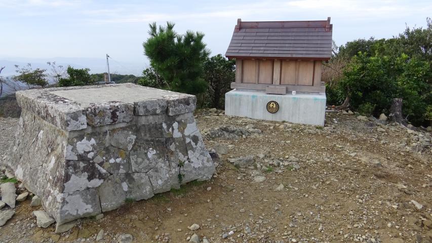 山頂のお神輿台