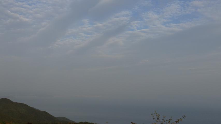 和歌山市がかすかに見える