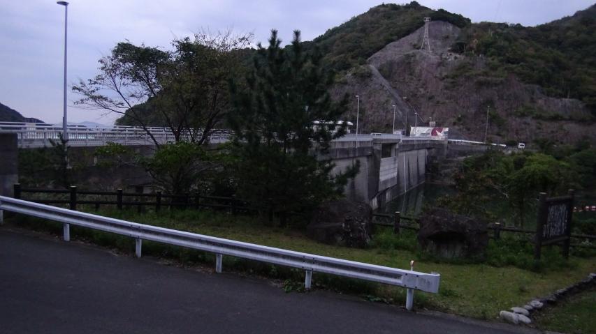 登山口のダムに無事生還
