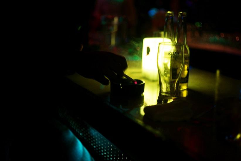 フリー画像夜のバー