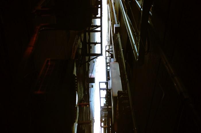 フリー画像新宿ビルの谷間