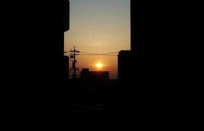 フリー画像夜明け前の太陽