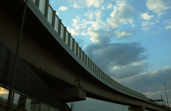 フリー画像空と高速道路