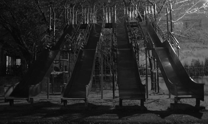 フリー画像夜の滑り台