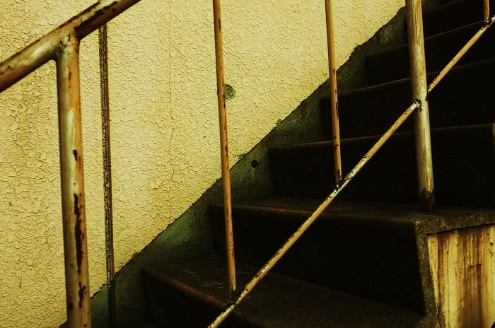 フリー画像錆びた階段
