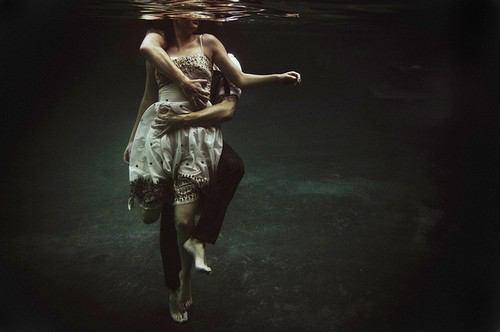 フリー画像水中の男女