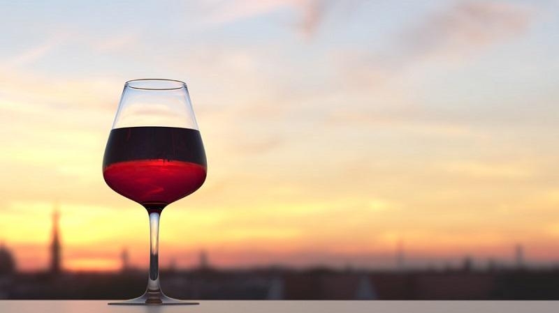 フリー画像ワイングラスと夕空