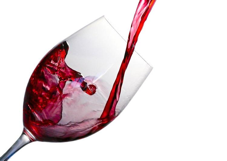 フリー画像注がれるワイン