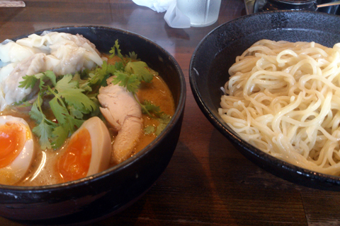 ikeya_greencurry_tsukesoba_2.jpg
