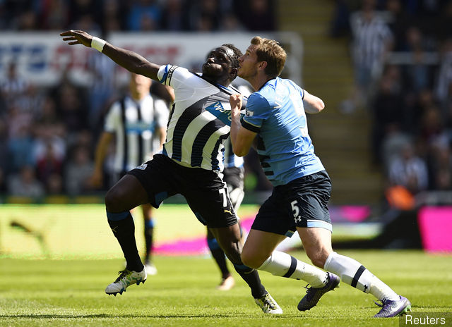 newcastles_moussa_sissoko_in_action_with_tottenhams_jan_vertongh_142160.jpg