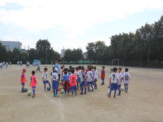 サッカー教室 鶴ヶ島長久保小学校にて 2016-10-2 (3)_R
