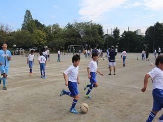 サッカー教室 鶴ヶ島長久保小学校にて 2016-10-2 (4)_R