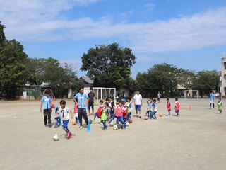 サッカー教室 鶴ヶ島長久保小学校にて 2016-10-2 (9)_R