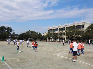 サッカー教室 鶴ヶ島長久保小学校にて 2016-10-2 (11)_R