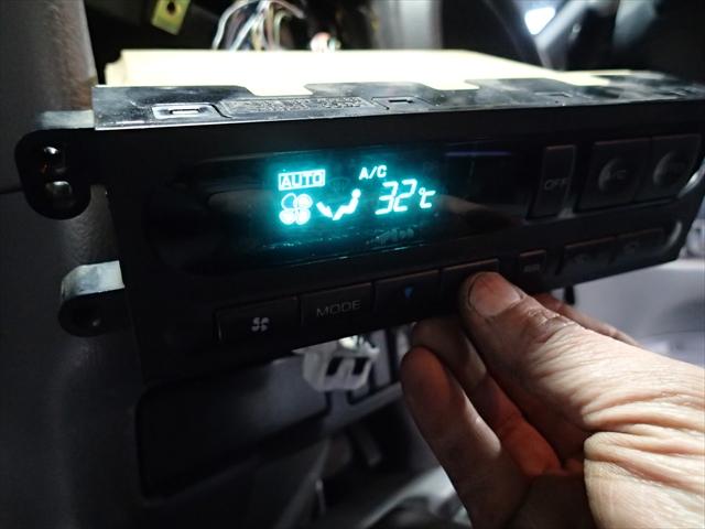 日産セレナ エアコン修理