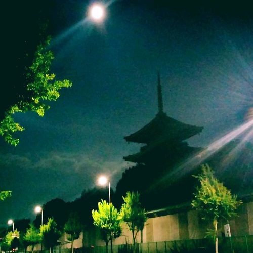待宵月と東寺!