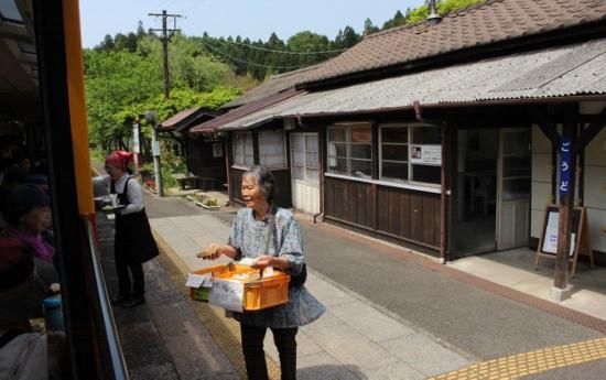 ⑥神戸駅立売 (550x345)