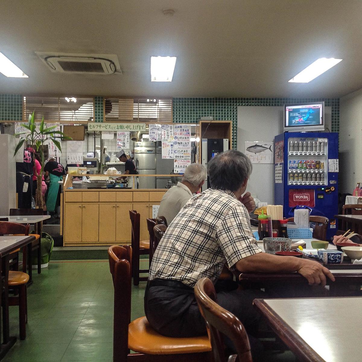 魚市場食堂 早川漁港 3
