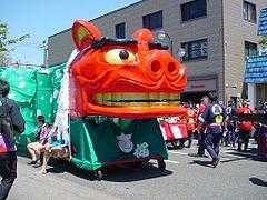 240px-酒田祭り赤い獅子舞