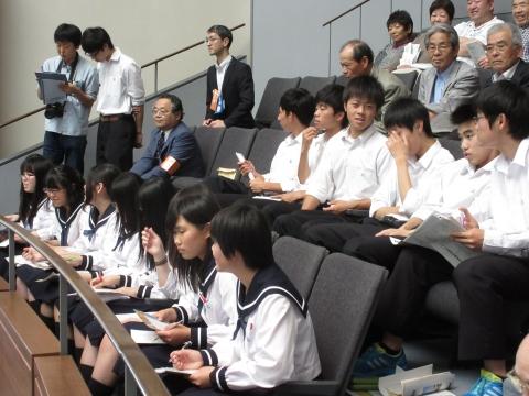 平成28年6月9日質問風景④麻生高校生が傍聴に来てくれました。 (2)