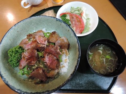 レストラン「マルシェ」ステーキ丼①