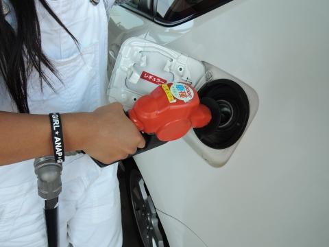 初めてのガソリン給油③