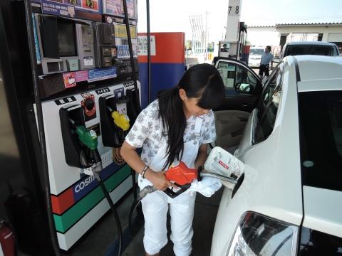 初めてのガソリン給油①