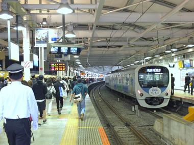 18西武新宿駅0422