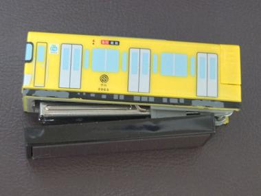10西武電車型ホッチキス0605