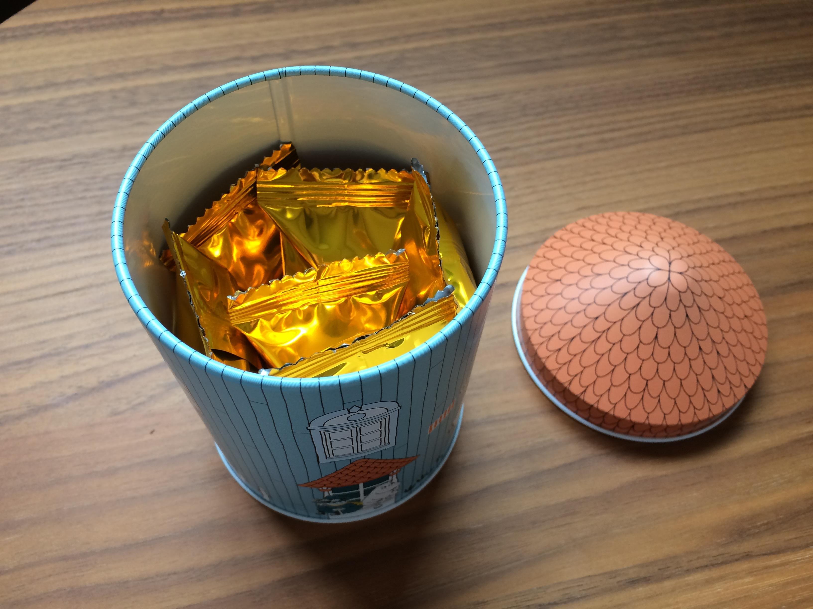 ムーミン家お菓子缶中身
