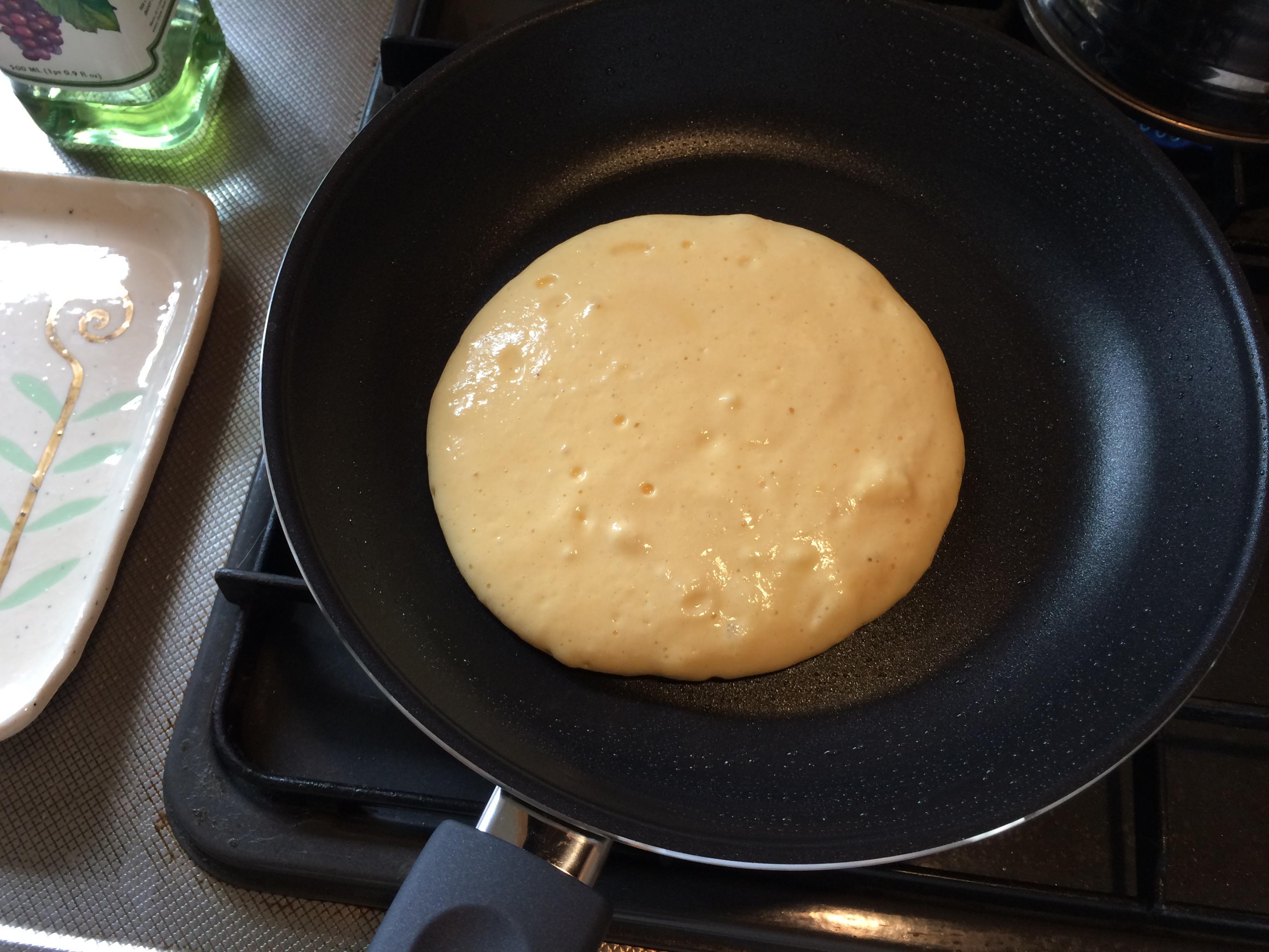 フライパンでパンケーキ