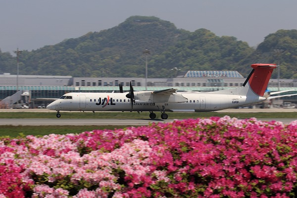3X DHC-8-402Q JA847C RJOM 1604256 02