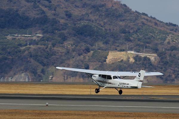 愛媛航空 Cessna 172R Skyhawk JA001E RJOM 160208 03