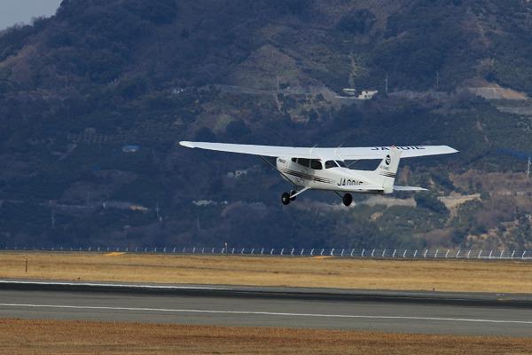 愛媛航空 Cessna 172R Skyhawk JA001E RJOM 160208 04