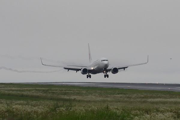 JL B737-846 JA302J RJOM 160621 02