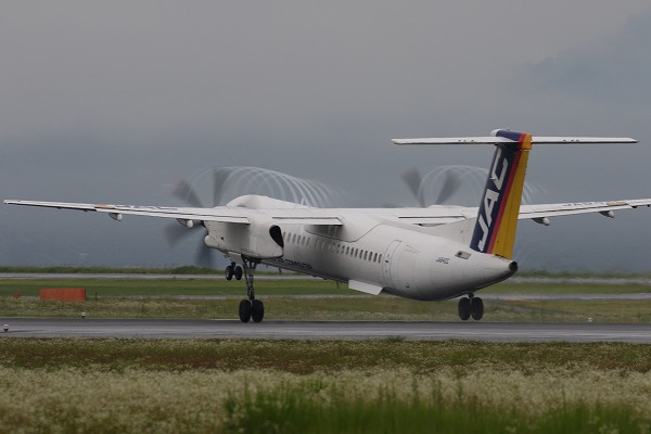 3X DHC-8-402Q JA842C RJOM 160621 01